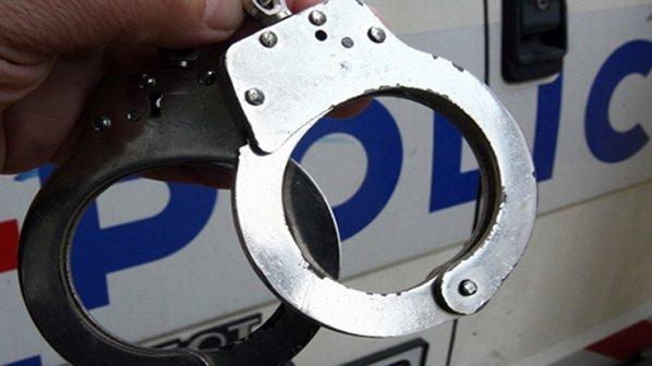 Униформени спипаха в Исперих шофьор и пътник с наркоти ...