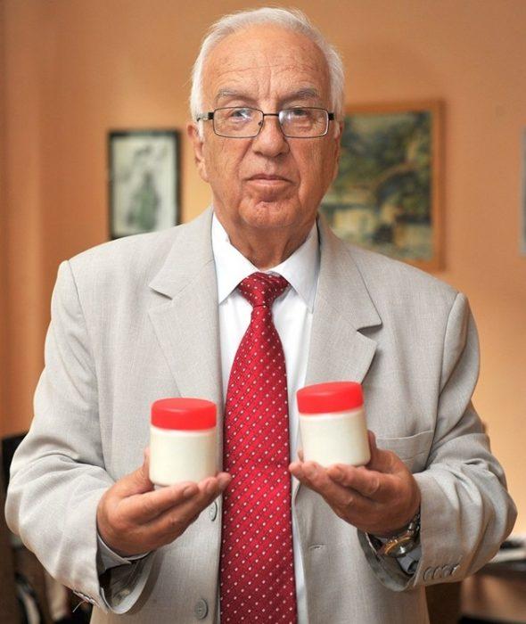 Баща и син Мермерски представят лечебно кисело мляко в ...