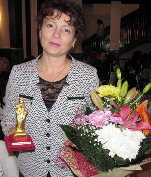 """Д-р Ивелина Стефанова получи статуетката """"Златен Хипо ..."""