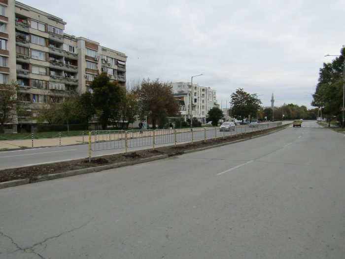 Община Разград почиства поречието на река Бели Лом и з� ...