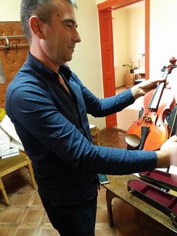Музикалната школа получи дарение – детска цигулка