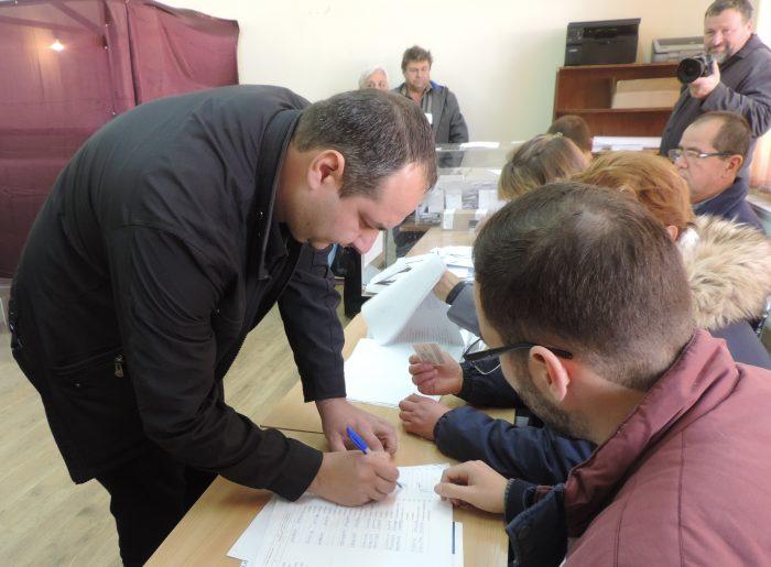След вота в неделя: в Разградско първи е Орешарски, сле� ...
