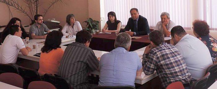 Областният управител и училищни директори обсъдиха пр ...