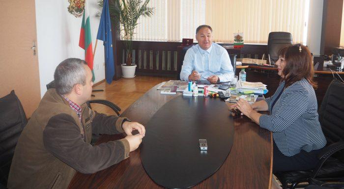 Областният управител се срещна с инвеститор от Търгов� ...