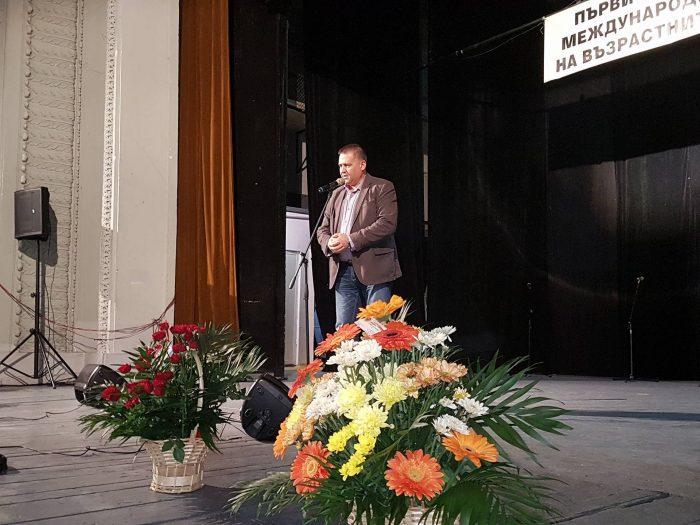 Градоначалникът поздрави възрастните хора в Разград п ...