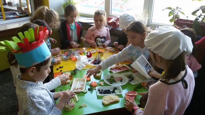 """Ученици от ОУ """"И. С. Тургенев"""" организираха кулинарен  ..."""