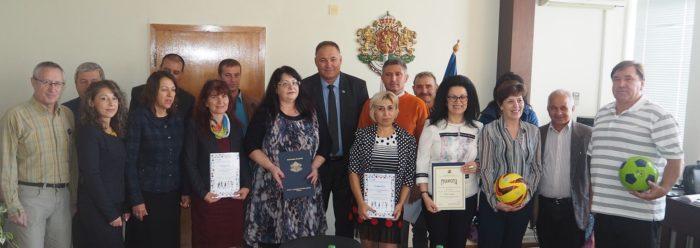 Областният управител награди представители на най-акт ...