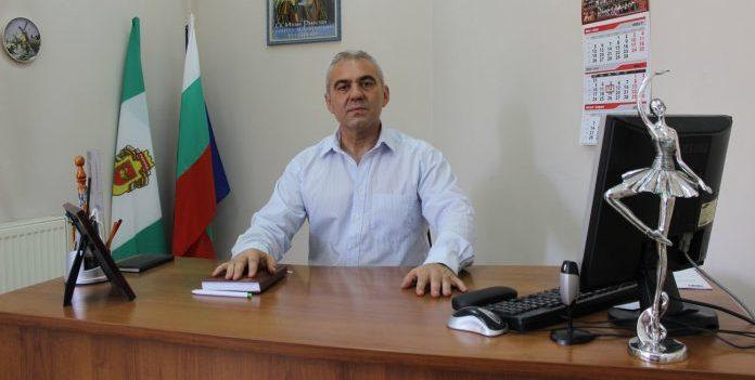 Директорът на Капанския ансамбъл Светослав Митев: Зав� ...