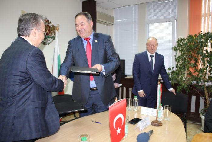 Областният управител и Валията на Одрин подписаха Дек� ...