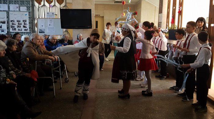 Кмет и зам.кмет поздравиха жените от Дома за стари хора ...