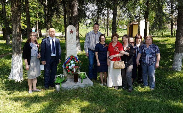 Кметът и вицеконсулът на Русия поднесоха венци на гроб ...