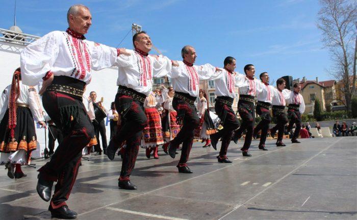 Капанският ансамбъл гостува навръх Великден в Бургас
