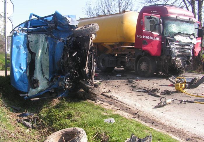 Исперихчанин загина в челен сблъсък между бус и камион ...