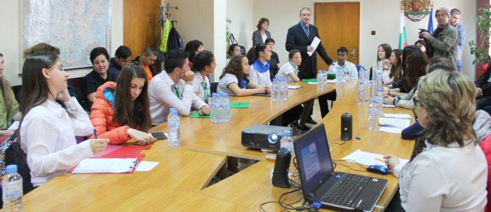 Ученически екологичен форум се проведе в областна адм� ...