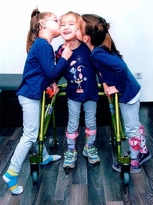 Дарителска кампания набира средства за лечение на две  ...