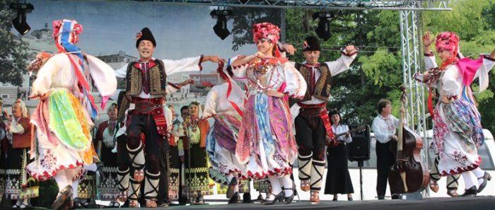 Капанският ансамбъл с концерт на Панаира в Търговище