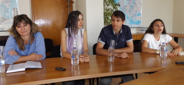 """Младежки парламент към СНЦ """"Фабрика Детските мечти"""" � ..."""