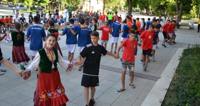 Млади футболни таланти играха заедно български, макед� ...