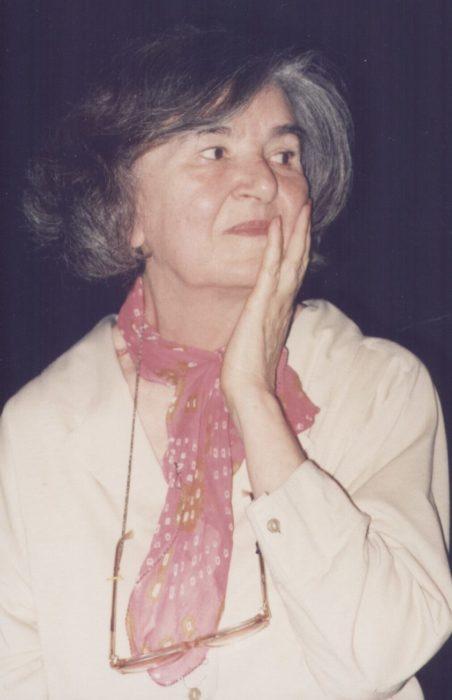 Любка Стоянова представя своето поетично творчество в ...