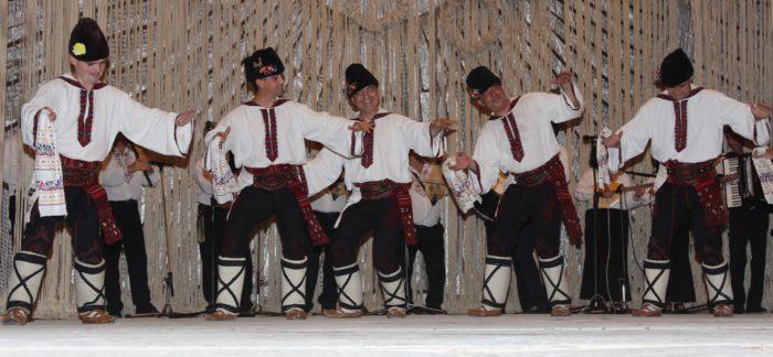 Капанският ансамбъл изнесе концерт в Червен бряг