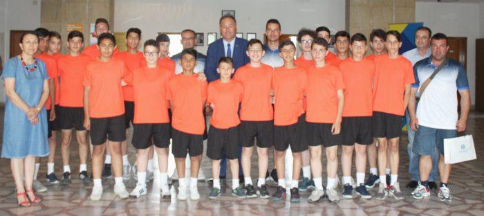 Малки футболисти от Одрин и техните ръководители се ср ...