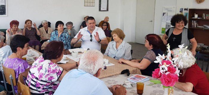Д-р Валентин Василев се срещна с пенсионери от два клуб ...