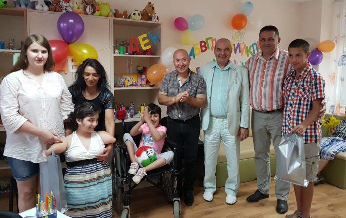 Д-р Валентин Василев, заместникът му Ердинч Хасанов и п ...