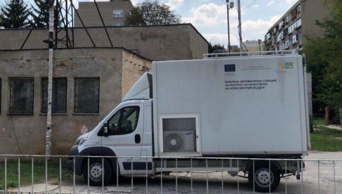 Мобилна станция измерва качеството на въздуха в Разгр� ...