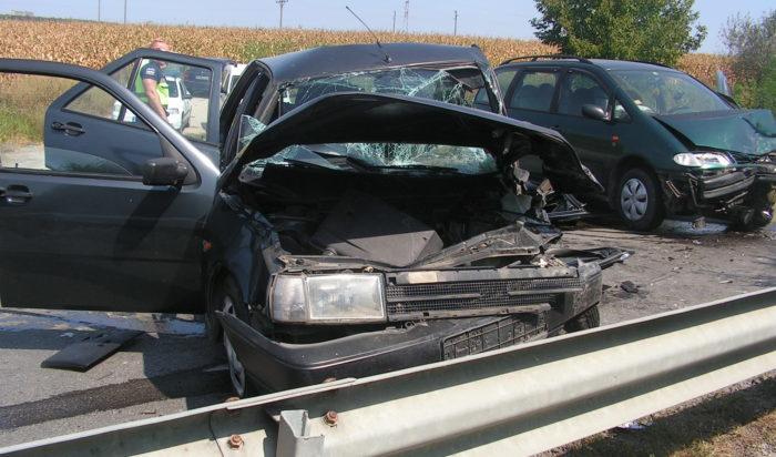 Четирима пострадаха при катастрофа между две коли до &# ...