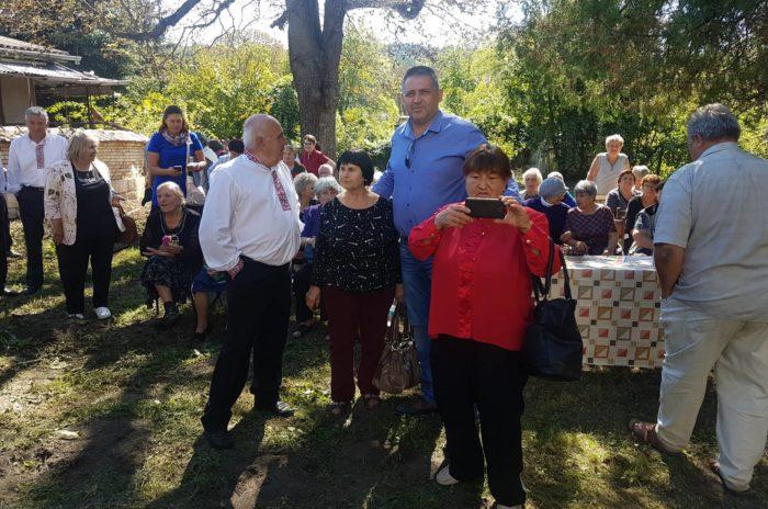 Кметът д-р Валентин Василев беше гост на празник в Осен ...