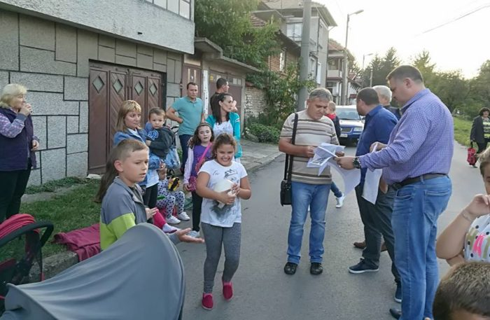 Кметът д-р Валентин Василев обеща на гражданите от кв.� ...