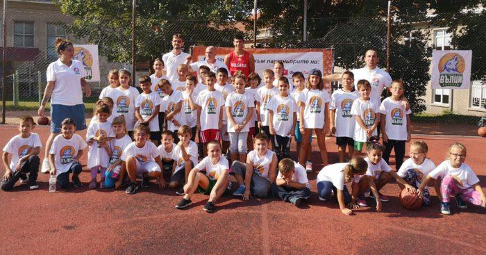 70 деца се включиха в първите открити тренировки в школ� ...