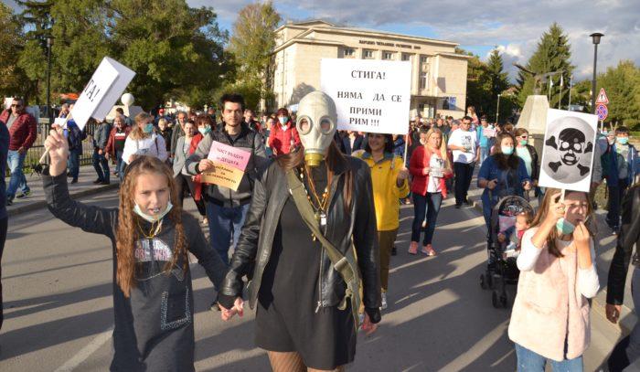 Стотици разградчани се включиха в мирния протест под н ...