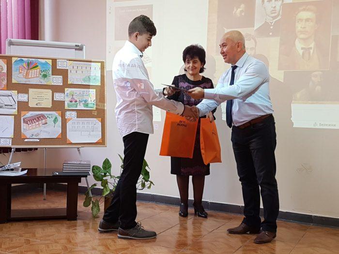 Ердинч Хасанов връчи награди на участници в конкурс за ...