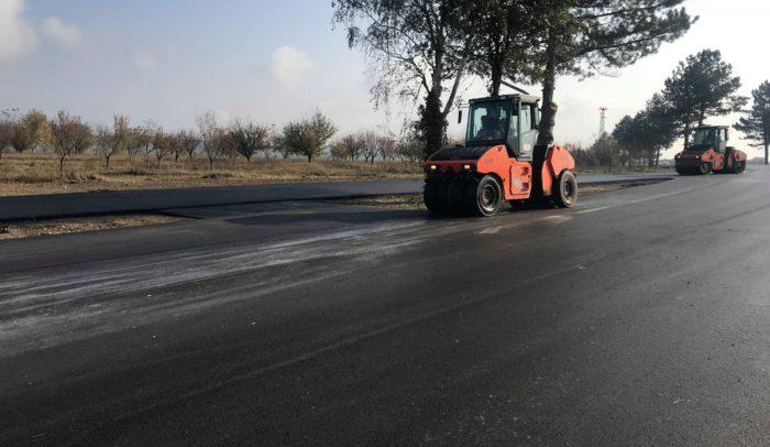 Областният управител провери ремонта на пътя Исперих & ...