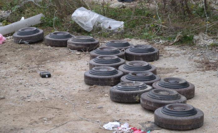 Откриха противотанкови мини на 500 м. от изхода на Разгр� ...