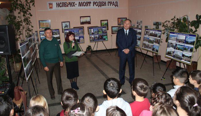 Областният управител откри фотоизложба с пейзажи от 17  ...