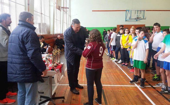 Кметът д-р Валентин Василев награди победителите в бас ...