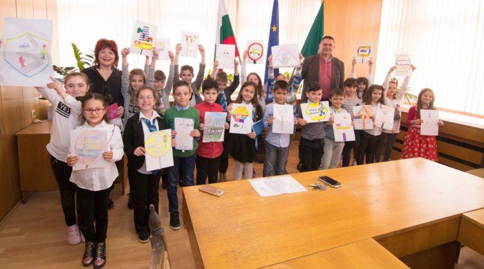 """Деца от ОУ """"В. Левски"""" представиха на кмета на Разград ..."""
