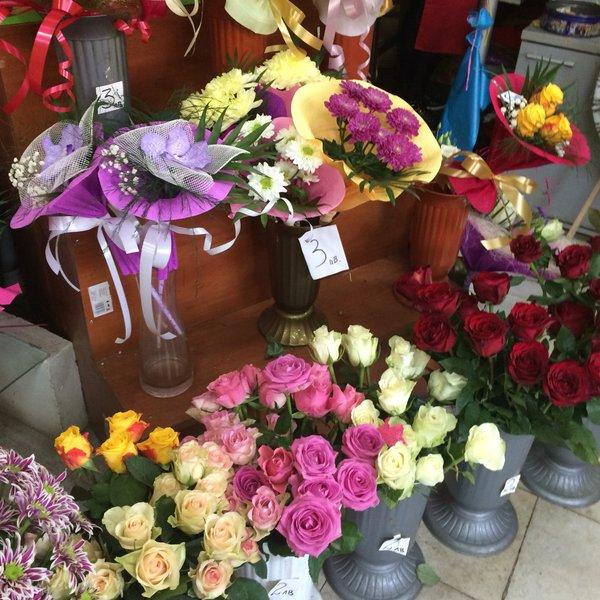 Задигнаха 450 лева от цветарски магазин в Разград