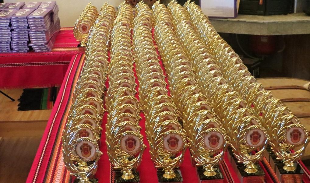 Наградиха изявени ученици по случай 24 май