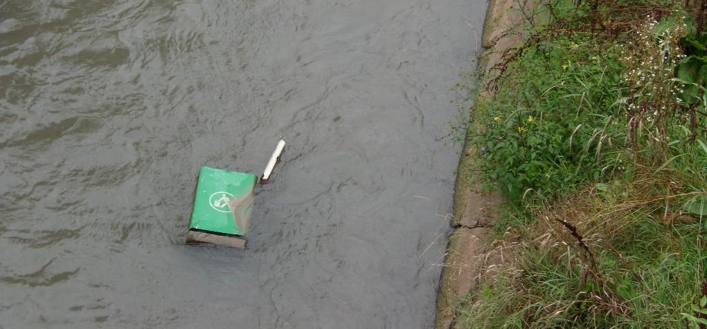Вандализъм в Разград: метнаха кошче за отпадъци в река� ...