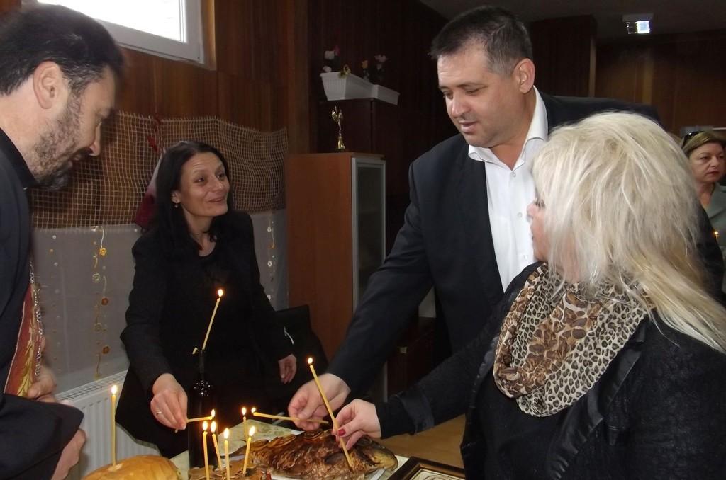 Кметът д-р Валентин Василев присъства на освещаване на ...