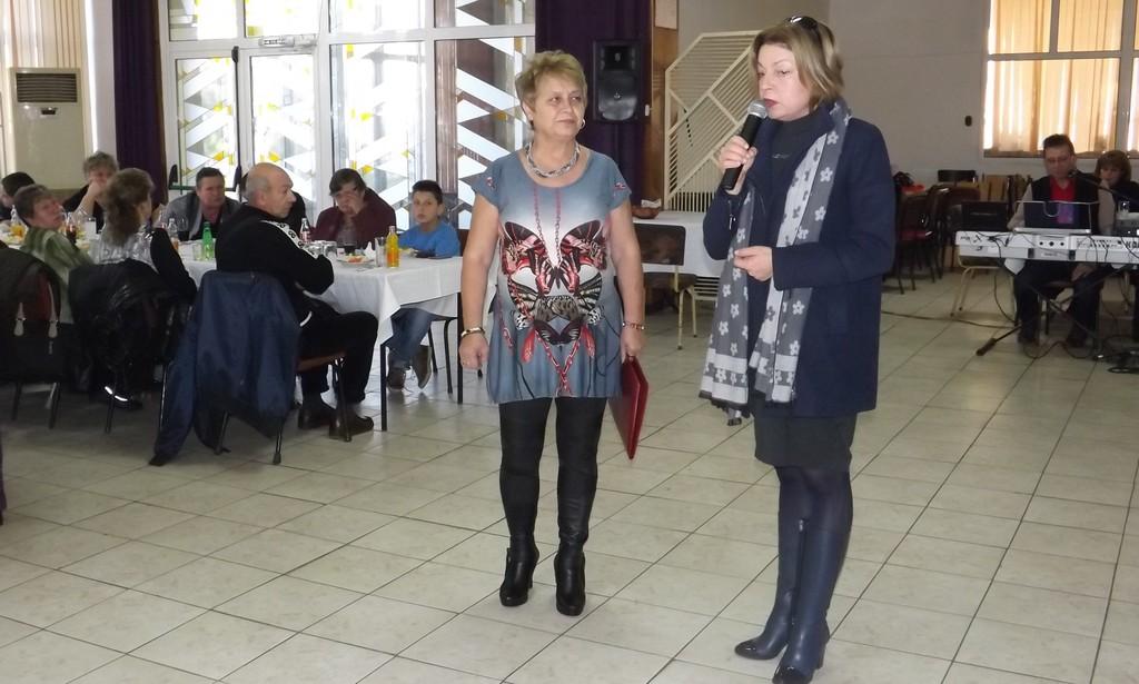 Зам.-кметът Ердинч Хасанов и председателят на местния � ...