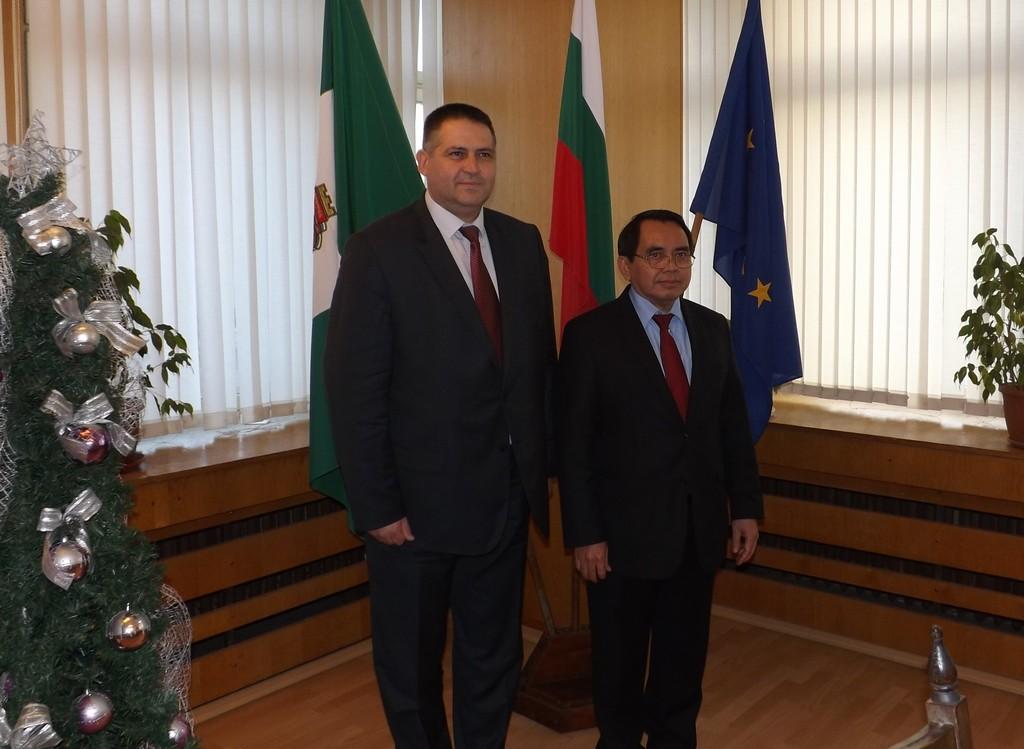 Посланикът на Индонезия се срещна с градоначалника д-р ...