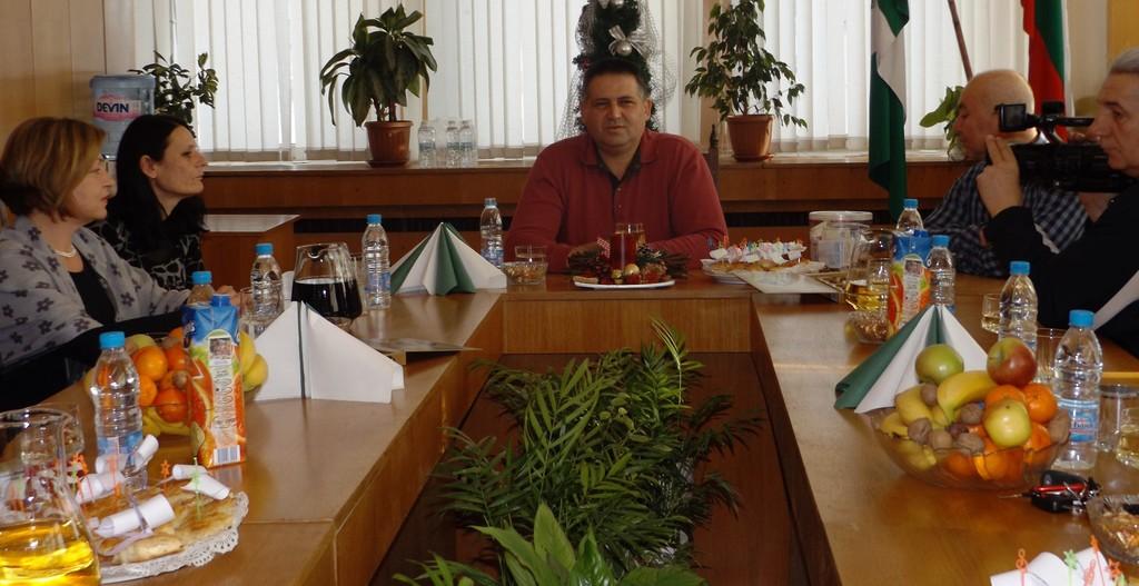 Кметът д-р Василев пожела добри новини през новата 2016 г ...