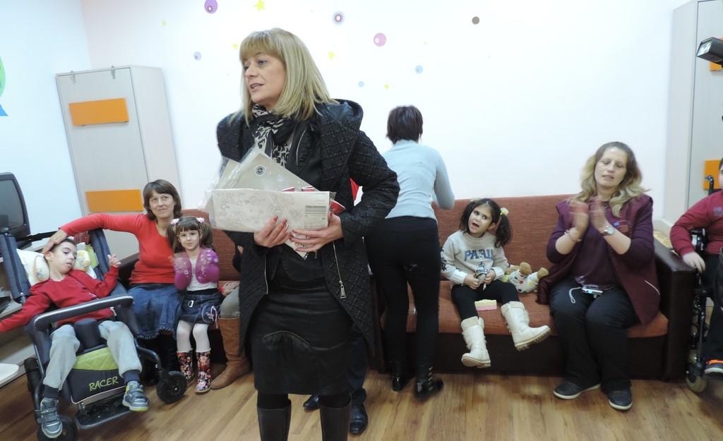 Зам. областният управител Виолета Тодорова зарадва с п ...