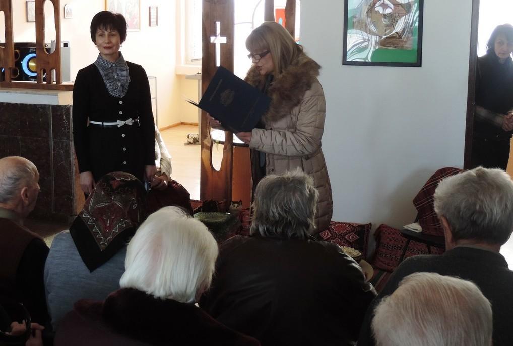 Зам.-областният управител Виолета Тодорова поздрави д� ...