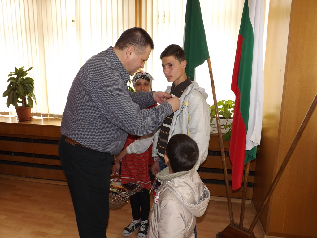 Деца поздравиха кмета на Разград за Баба Марта