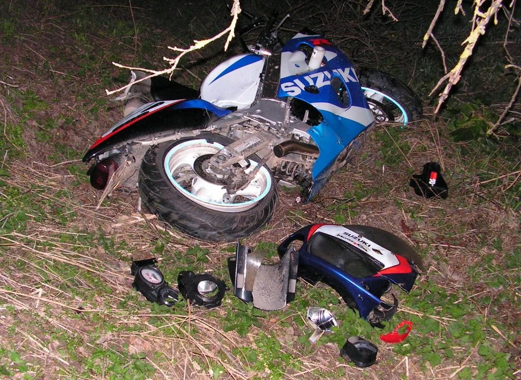 Мотоциклетист катастрофира тежко, бере душа в Разград� ...